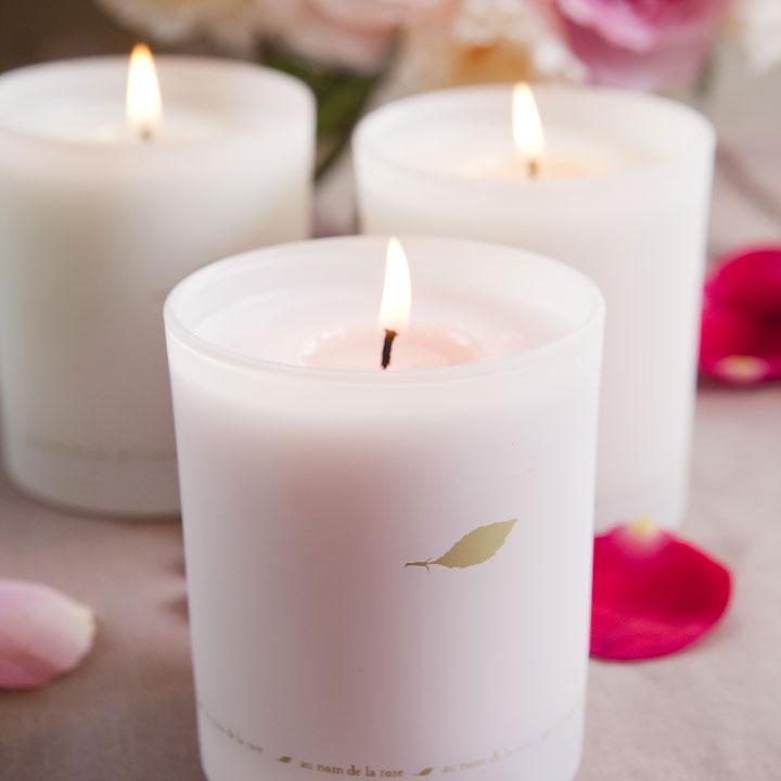 nouvelles-bougies-parfumees-au-nom-de-la-rose-4803750eydgw