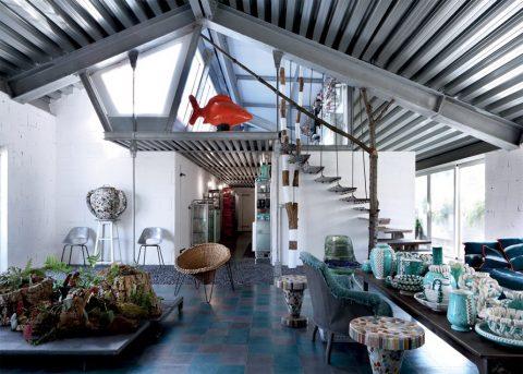Un salon moderne où le style industriel rencontre le style décalé