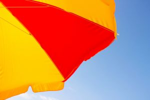 Le parasol, un accessoire pour décorer votre terrasse