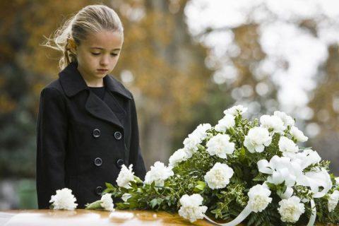 Comment aider une personne en deuil?